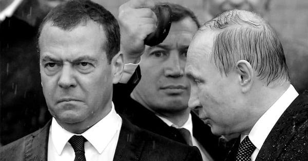 Злой Медведев под дождём